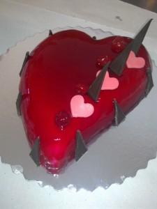 Сърце с ягодова заливка.